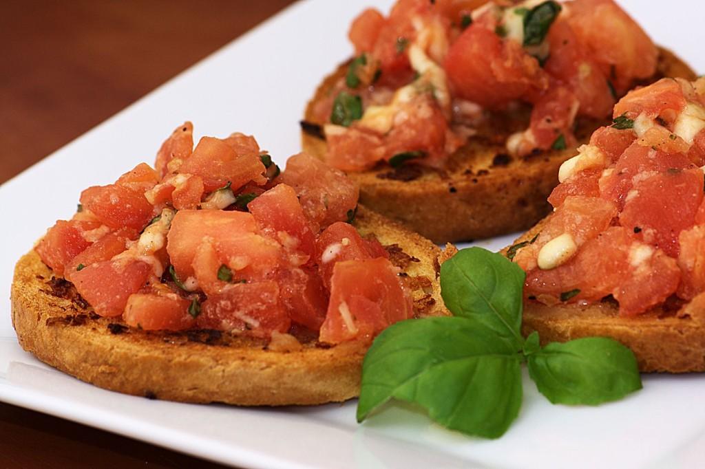 Bruschetta z pomidorami i mozzarellą