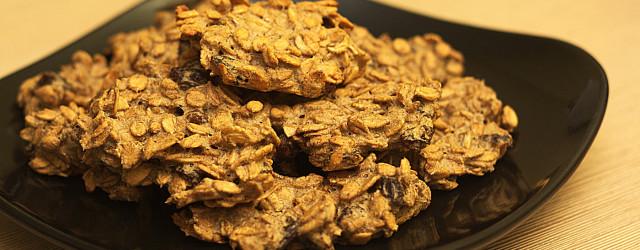 Sycące ciasteczka owsiane, bardzo łatwe w przygotowaniu i modyfikowaniu. Bez problemu można je zmienić w ciasteczka orkiszowe.