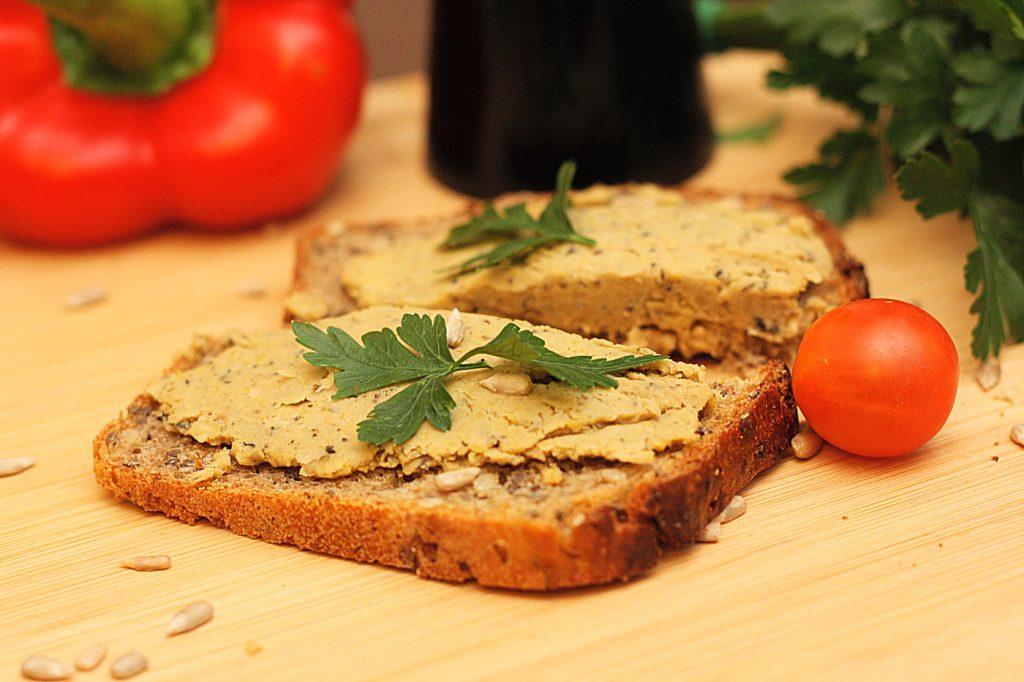 Pasta z ciecierzycy i oliwek