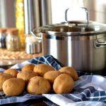 Jak gotować ziemniaki, żeby nie traciły wartości?